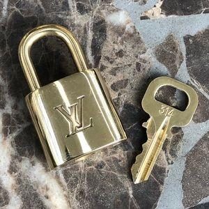 🔐Auth. Louis Vuitton Brass Padlock #314🔐POLISHED